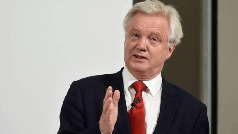 Brexit: Ο Ντέιβις κατηγορεί την ΕΕ για την καθυστέρηση στις διαπραγματεύσεις