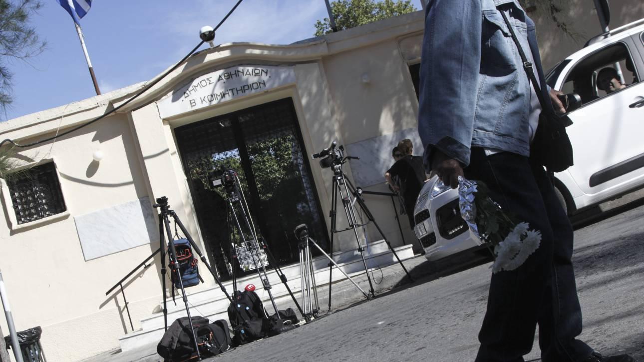 Δολοφονία στο Β' νεκροταφείο: 14 μαχαιριές έφερε το θύμα - Ποια σενάρια ερευνά η αστυνομία