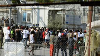 Εκρηκτική η κατάσταση στη Μόρια - Μετακίνηση μεταναστών στην ηπειρωτική χώρα