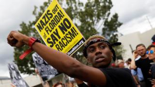 Φλόριντα: Διαδήλωση και μικροεπεισόδια στην ομιλία οπαδού της «λευκής φυλής» (pics)