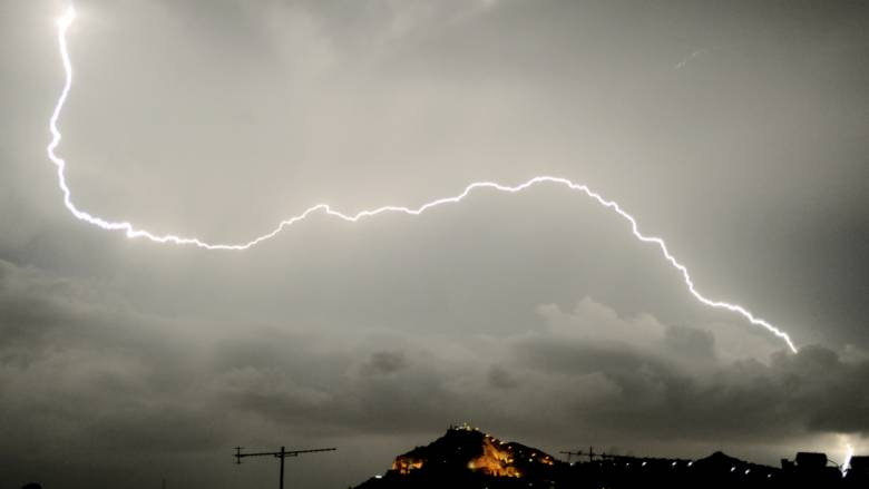 Έκτακτο δελτίο επιδείνωσης καιρού: Έρχονται καταιγίδες και ισχυροί άνεμοι