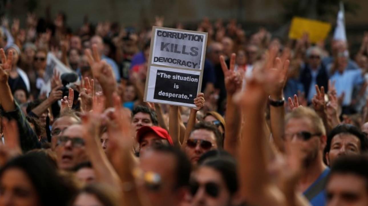 Χιλιάδες διαδηλωτές στους δρόμους της Μάλτας για τη δολοφονία της δημοσιογράφου