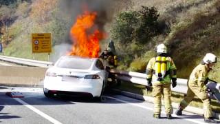 Γιατί οι πυρκαγιές στα ηλεκτρικά αυτοκίνητα σβήνουν τόσο δύσκολα;