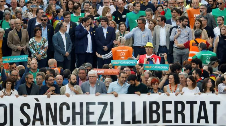 Η Μαδρίτη «απειλεί» τον Πουτζντεμόν, η Καταλονία «επιτίθεται» στην Ε.Ε.