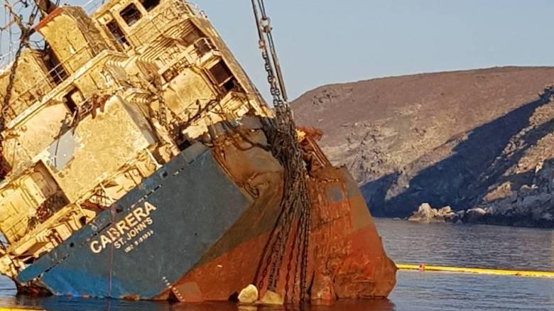 Εντυπωσιακές εικόνες από την ανέλκυση ναυαγίου στην Άνδρο (pics)