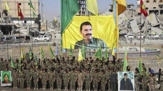 Συρία: Οι μαχητές της YPG πιστώνουν στον Οτσαλάν τη νίκη τους στη Ράκα
