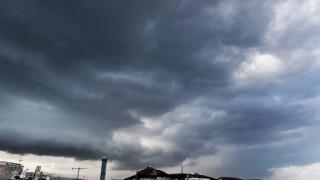 Ο «Δαίδαλος» πλήττει ολόκληρη τη χώρα με καταιγίδες, χαλάζι και θυελλώδεις ανέμους (pics&vids)