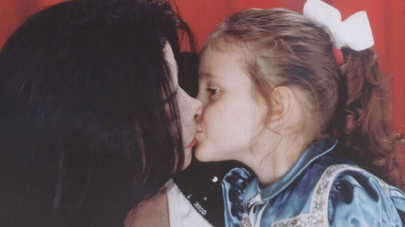 Πάρις Τζάκσον: Η κόρη του Μάικλ Τζάκσον τραγουδάει συνεχίζοντας τη μουσική δυναστεία (vid)