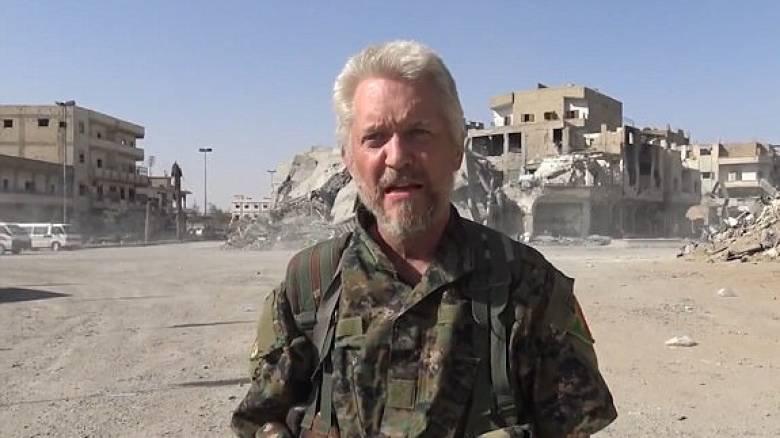 Ο Βρετανός ηθοποιός που πολεμά τον ISIS πανηγυρίζει την απελευθέρωση της Ράκα με το «Bang Bang»