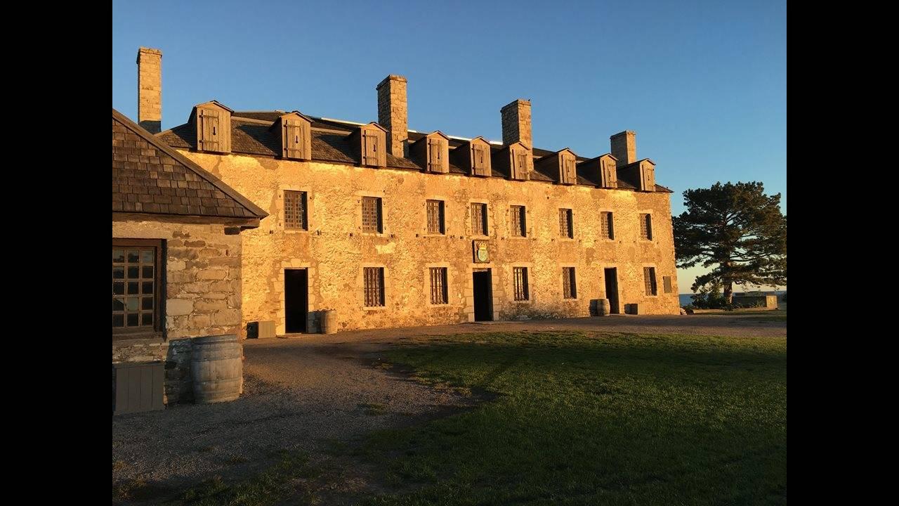 https://cdn.cnngreece.gr/media/news/2017/10/25/103040/photos/snapshot/Old-Fort-Niagara.jpg