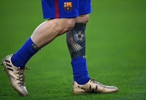 Ο Αργεντινός εδώ και χρόνια αναπτύσσει μια ιδιαίτερη αγάπη για τα τατουάζ, με αυτό στο αριστερό του πόδι να ξεχωρίζει, καθώς είναι για τον γιο του Thiago.