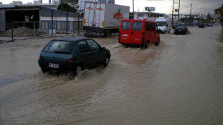 Σοβαρά προβλήματα στην Κρήτη λόγω ισχυρής βροχόπτωσης (pics&vid)