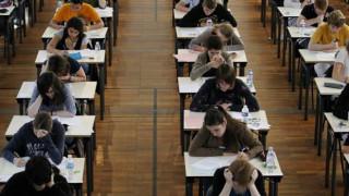 Γαλλία: Σάλος από διαφήμιση που καλεί φοιτήτριες να συνάψουν σχέση με πλούσιους ηλικιωμένους