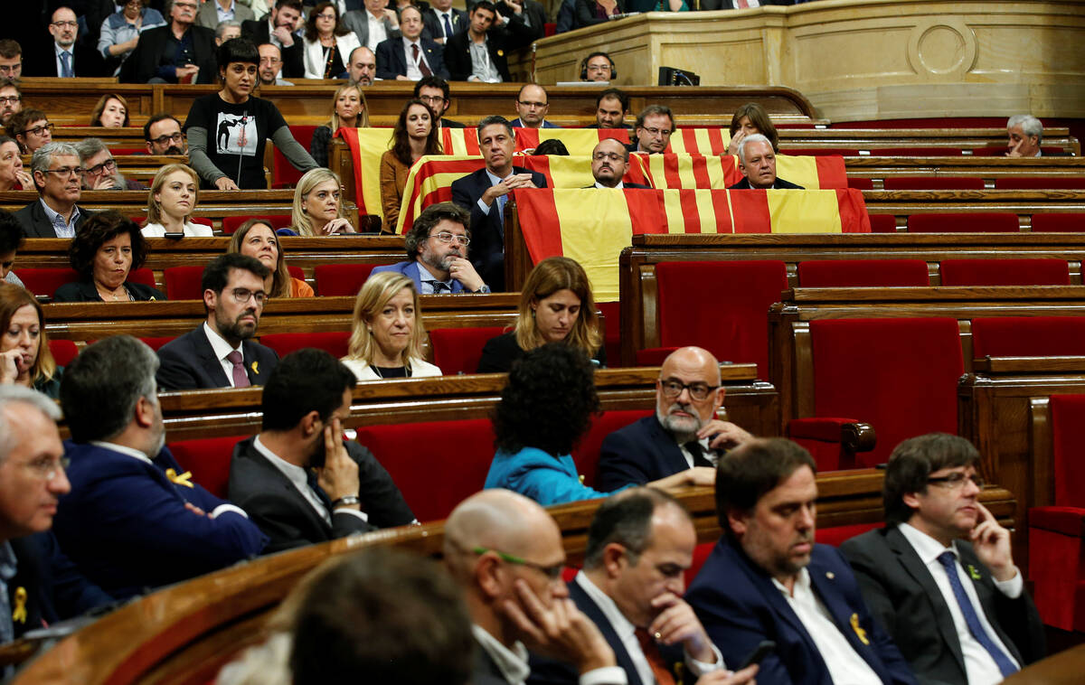 2017 10 27T130425Z 443492132 RC19E0AE02F0 RTRMADP 3 SPAIN POLITICS CATALONIA copy