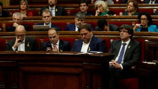 Στο καταλανικό κοινοβούλιο η πρόταση ανεξαρτησίας - Στο πλευρό της Μαδρίτης η Κομισιόν