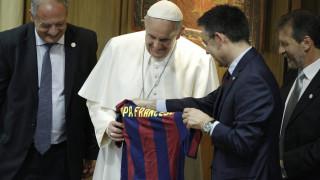 Με το 10 της Μπαρτσελόνα ο Πάπας Φραγκίσκος (vid)