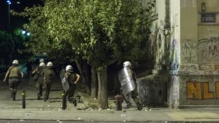 Άλλη μία νύχτα επεισοδίων στα Εξάρχεια - Τραυματίστηκαν δύο αστυνομικοί
