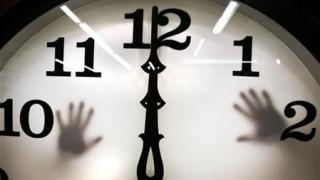 Αλλαγή ώρας: Μπροστά ή πίσω γυρνάμε τους δείκτες την Κυριακή;