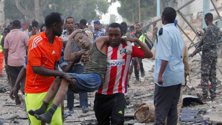 Νέες πολύνεκρες επιθέσεις με παγιδευμένα οχήματα στη Σομαλία (pics)