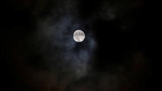 Για πρώτη φορά μετρήθηκε η θερμοκρασία των λάμψεων από προσκρούσεις μετεωριτών στη Σελήνη