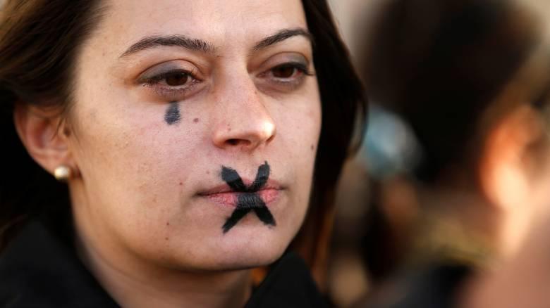 #MeToo: Οι Γάλλοι διαδήλωσαν κατά της σεξουαλικής κακοποίησης (pics)