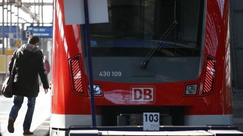Σάλος για το σχέδιο των γερμανικών σιδηροδρόμων να δώσουν σε τρένο το όνομα «Άννα Φρανκ»