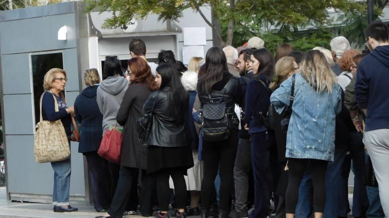 Ηλεκτρονικό εισιτήριο: Ουρές ταλαιπωρίας στους σταθμούς για το «μαγικό χαρτάκι»