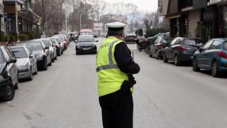 Θεσσαλονίκη: Πάρκαρε το αυτοκίνητο στη μέση του δρόμου όμως άφησε... σημείωμα (pic)