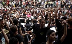 Οικονομική κρίση Βραζιλίας: Με όπλο την Τέχνη εκφράζουν την αγανάκτησή τους