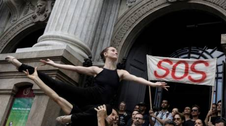 Πιρουέτες... διαμαρτυρίας στη Βραζιλία