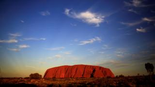 Αυστραλία: Το περίφημο Ουλουρού παύει να είναι προσβάσιμο στο ορειβατικό κοινό
