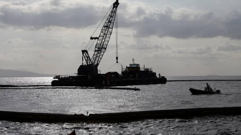 Συνεχίζονται οι προετοιμασίες για την ανέλκυση του δεξαμενόπλοιου Αγία Ζώνη
