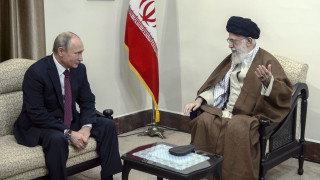 Συνεργασία Ιράν - Ρωσίας για την απομόνωση των ΗΠΑ ζήτησε ο Χαμενεΐ από τον Πούτιν