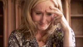 Xάρι Πότερ: H Τζ. Κ. Ρόουλινγκ αποκαλύπτει τον οδυνηρό συμβολισμό & το θάνατο σοκ της μητέρας της