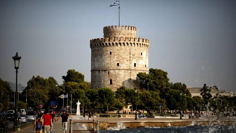 Θεσσαλονίκη: Άγνωστοι έριξαν...σαμπουάν στο σιντριβάνι του Λευκού Πύργου (pic)