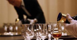Πλήρωσε 8.589 ευρώ για ένα ποτήρι ουίσκι το οποίο αποδείχθηκε... μαϊμού