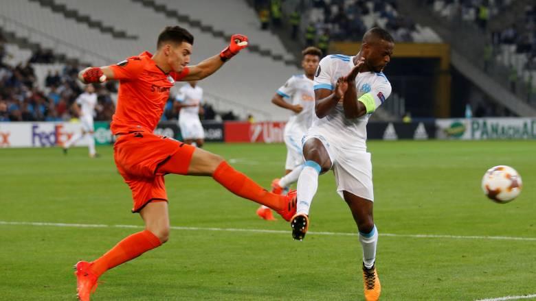 Ο Εβρά αποβλήθηκε πριν το ματς της Μαρσέιγ κλωτσώντας οπαδό της ομάδας του! (vid)