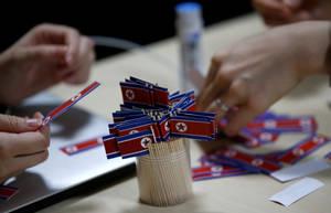 Οδοντογλυφίδες με τη σημαία της Βόρειας Κορέας