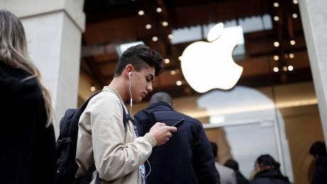 Ουρές για... την απόκτηση του iPhone X!