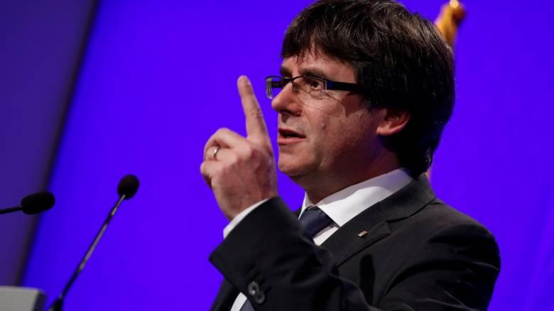 Δικηγόρος Πουτζντεμόν: Είμαι η ψείρα στη γούνα της Ισπανίας - Εντάλματα σύλληψης για τον Καταλανό