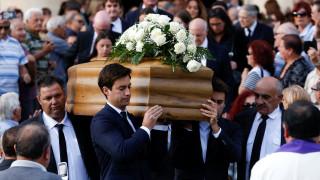 Χιλιάδες άνθρωποι στην κηδεία της Μαλτέζας δημοσιογράφου – Κανένα κυβερνητικό στέλεχος (pics)