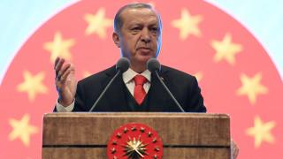 Ο Ερντογάν υπέγραψε νόμο που επιτρέπει στους ιερωμένους να τελούν τους πολιτικούς γάμους