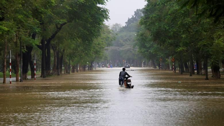 Βιετνάμ: Στους 27 οι νεκροί από το πέρασμα του τυφώνα Ντάμφρεϊ