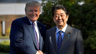 Στην Ιαπωνία ο Τραμπ - Στην ατζέντα του η Βόρεια Κορέα και τα εξοπλιστικά προγράμματα