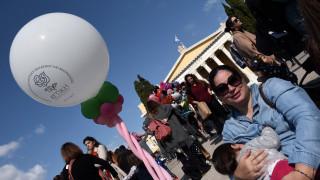Ζάππειο: Εκατοντάδες μαμάδες θήλασαν δημοσίως τα μωρά τους (pics)