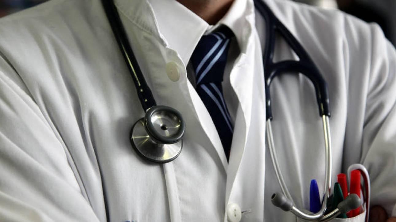 Δυσαρέσκεια ΙΣΑ για τις δηλώσεις Πολάκη για τα φακελάκια