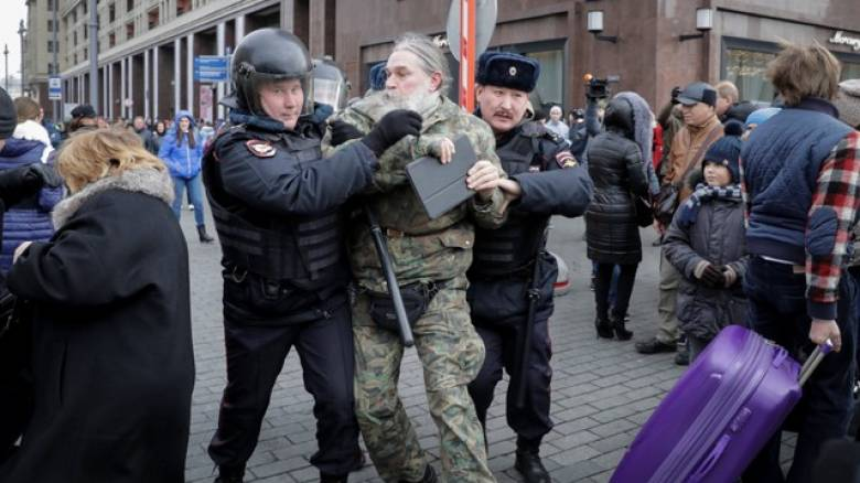 Ρωσία: Συλλήψεις εκατοντάδων διαδηλωτών κατά του Πούτιν σε όλη τη χώρα