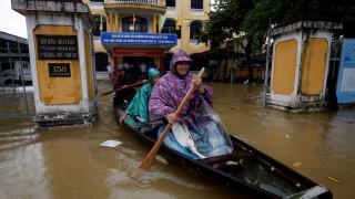 Φονικός τυφώνας σαρώνει το Βιετνάμ