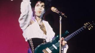 Prince: Η μπλε κιθάρα του μοβ πρίγκιπα στο σφυρί κάνοντας ρεκόρ