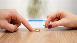 Πώς το διαζύγιο εξασφαλίζει επιδόματα, λιγότερο ΕΝΦΙΑ και προστασία από κατασχέσεις
